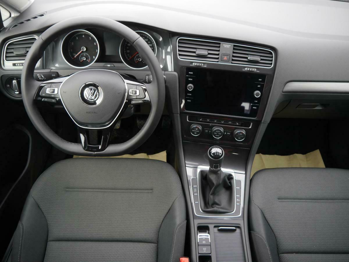 VW Golf Variant 1.5 TSI voll